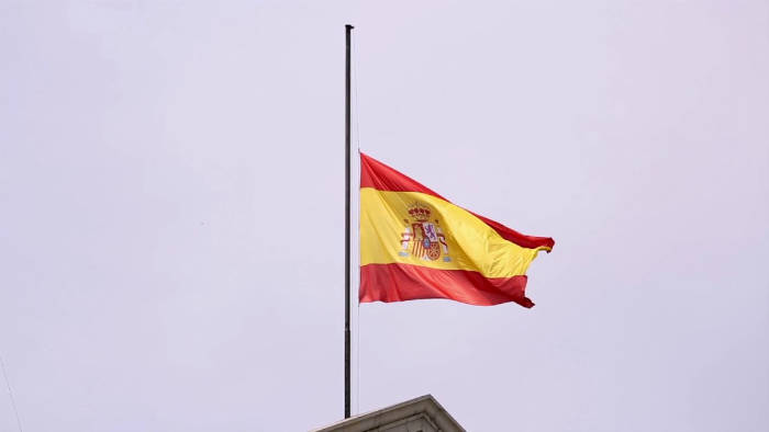 La bandera ultrajada en Semana Santa